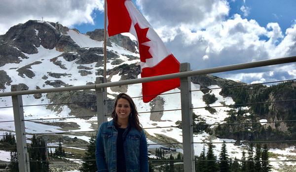 Júlia Batagin aproveitou as férias para fazer inglês no Canadá
