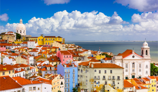 Lisboa é a capital de Portugal e cidade mais populosa do país