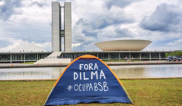 Muitas manifestações populares pediram o afastamento da Ex-presidente Dilma.