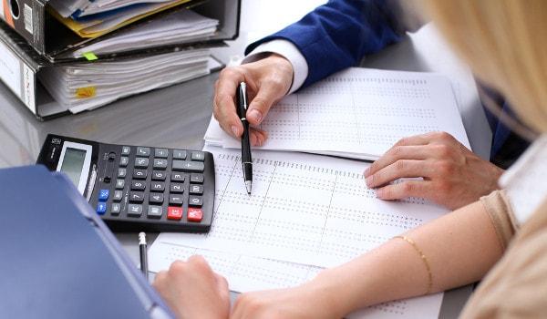 O profissional de Ciências Contábeis fornece referências econômicas para a tomada de decisões dentro das empresas.