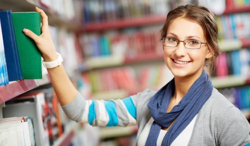 O técnico em Biblioteca auxilia o bibliotecário nas atividades administrativas