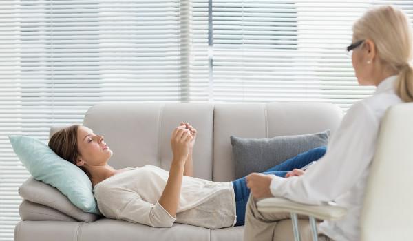 Psicólogo pode adotar diferentes correntes da Psicologia para ajudar um paciente
