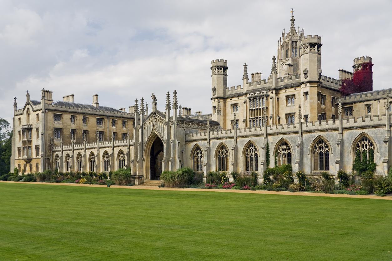 Universidade de Cambridge, uma das cidades universitárias mais famosas do Reino Unido