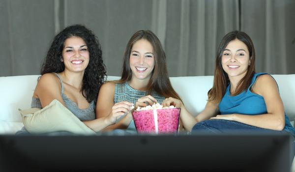 Você pode juntar amigos e assistir filmes e estudar para o vestibular