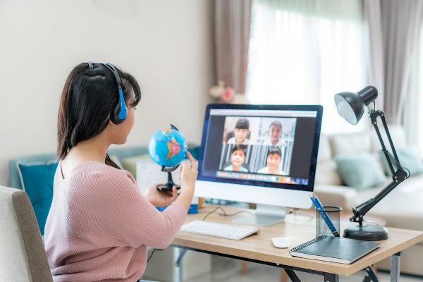 Preparar a aula, escolher um local adequado e interagir com os alunos é fundamental para o sucesso da aula on-line.