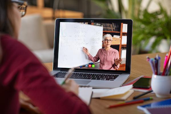 As videoconferências são uma alternativa em momentos em que as aulas presenciais não são possíveis.
