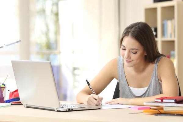 As provas on-line ajudam na avaliação do aprendizado dos alunos durante o período de aulas não presenciais.
