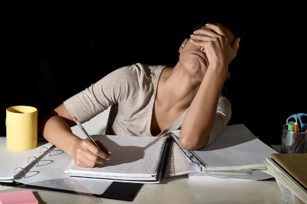 Mudanças na rotina de trabalho e aumento da pressão sobre os professores podem desencadear problemas psicológicos.