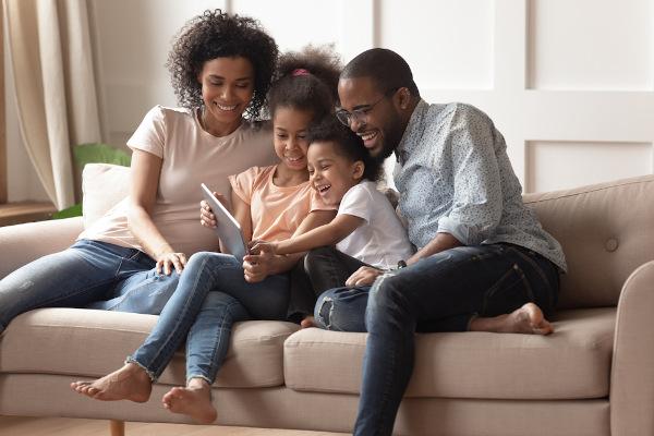 Neste difícil contexto em que nos encontramos, é essencial que a família possa compartilhar a rotina com responsabilidades e diversão.