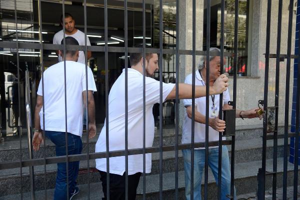 Fiscais podem trabalhar na entrada e saída dos participantes. / Crédito: Tania Rêgo/Agência Brasil