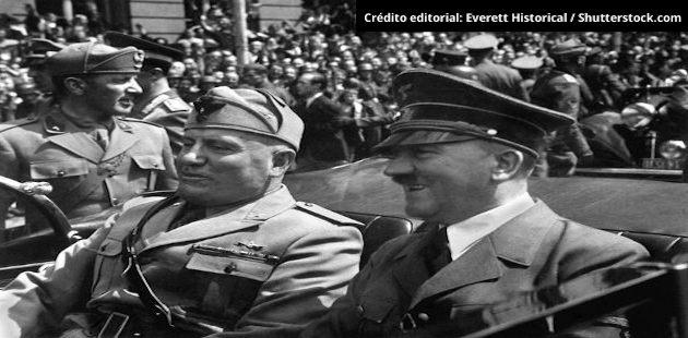 Foto de Hitler com Mussolini em preto e branco