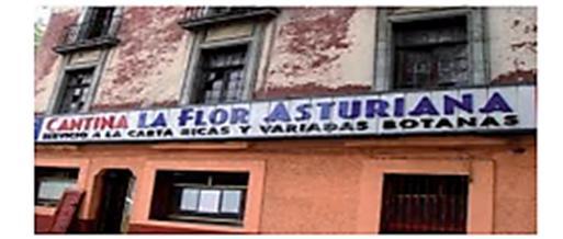 """Fachada com placa onde se lê: """"Cantina La flor asturiana – Servicio a la carta. Ricas y variadas botanas""""."""
