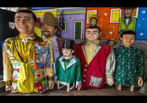 O carnaval de Pernambuco é um dos mais tradicionais do Brasil. Os bonecos gigantes, conhecidos como bonecos de Olinda, são marca registrada da folia.**