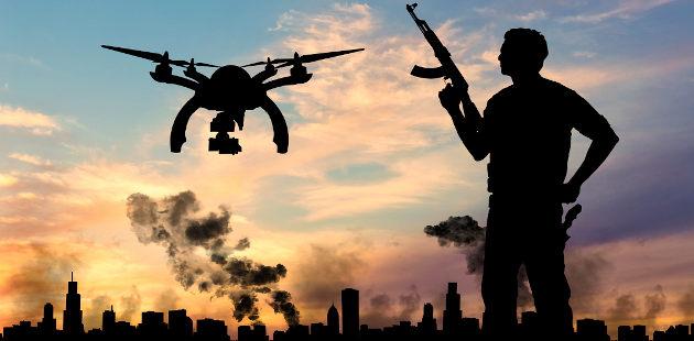 Silhueta de drone e pessoa segurando arma com cidade pegando fogo ao fundo