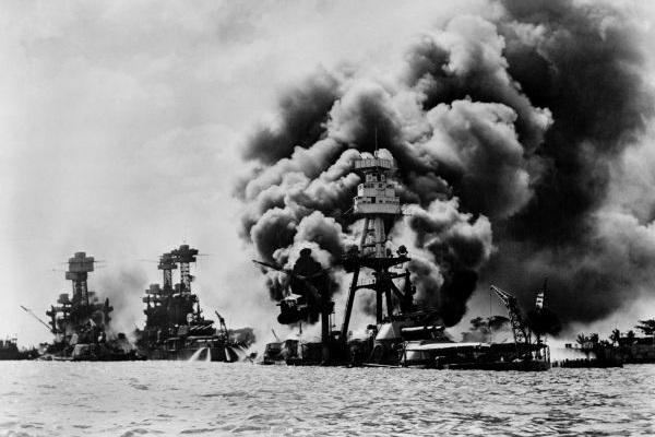 O ataque a Pearl Harbor foi realizado em 7 de dezembro de 1941 e motivou a entrada dos EUA na guerra.