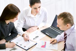 O dono da cantina deve realizar reuniões com a escola para informar sobre a mudança para cantina saudável