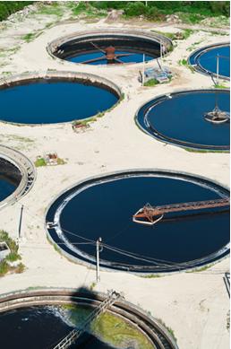 Tanques de decantação em estação de tratamento de água