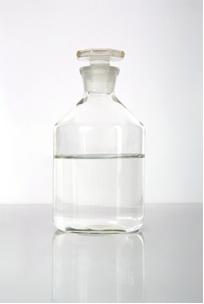 O álcool é uma solução líquida do tipo líquido-líquido