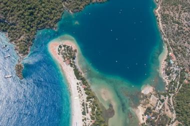 Exemplo de uma fotografia aérea: Fethiye, na Turquia
