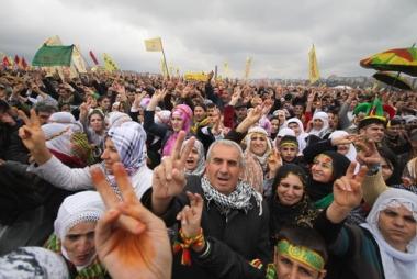 A população curda vai às ruas em busca de independência¹