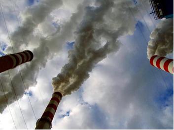 O monóxido de carbono é um gás que causa poluição da atmosfera