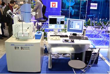 Microscópio Eletrônico de Varredura JSM-6510 na exposição internacional de análise e equipamentos de laboratório, em 28 de abril de 2011, em Moscou*