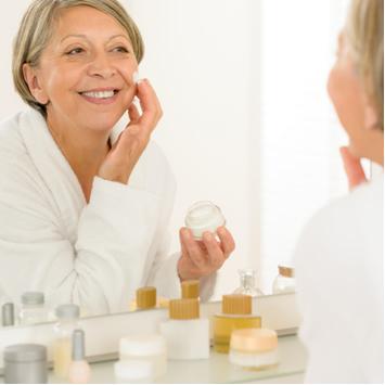 A vitamina A é usada em cosméticos para combater o envelhecimento