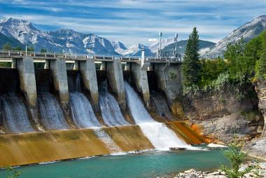 A construção de usinas para a geração de energia hidráulica causa grande impacto ambiental