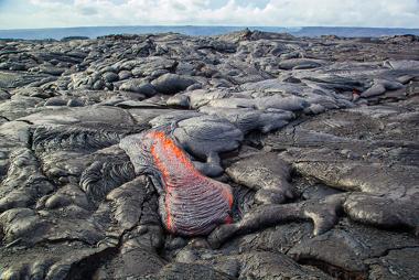 Lava transformando-se em rochas