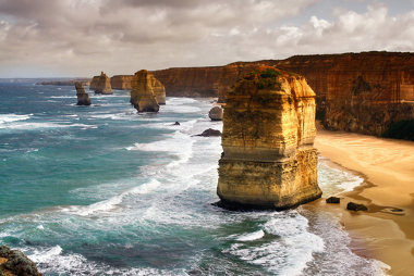 Monumentos naturais formados por rochas, na Austrália, a 275 km a oeste de Melbourne