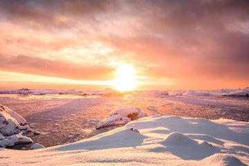 Em áreas de clima polar, predominam as baixas temperaturas e a presença de neve durante o ano todo