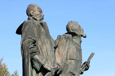 Estátuas de Kepler e Tycho Brahe na cidade de Praga – República Tcheca