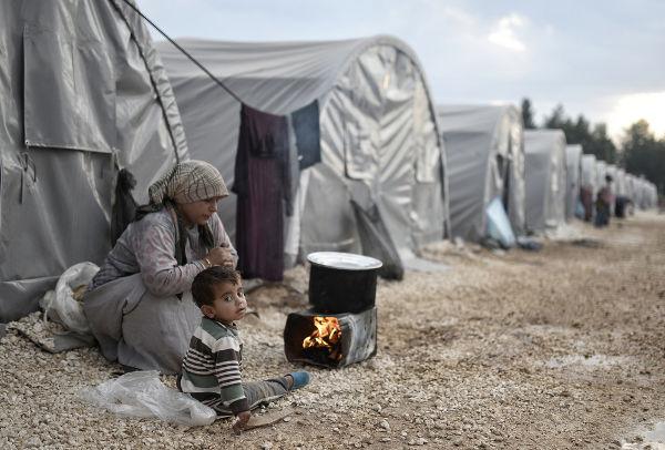Refugiados sírios em acampamento localizado na Turquia. Foto de outubro de 2015 **