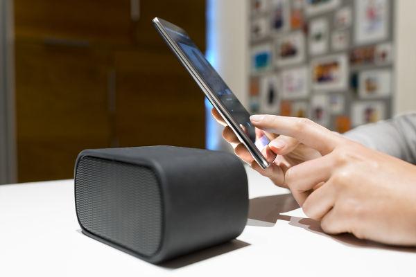 Caixas de som sem fio são operadas por meio da transmissão de dados via Bluetooth