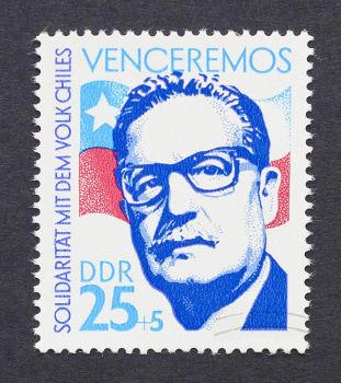 O presidente eleito Salvador Allende cometeu suicídio no dia do golpe, 11 de setembro de 1973**