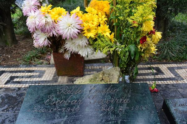Túmulo de Pablo Escobar é ponto turístico de Medellín.*