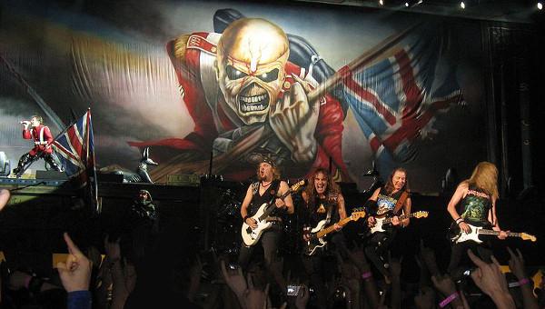 Espetáculos da banda inglesa Iron Maiden ficaram famosos na década de 80