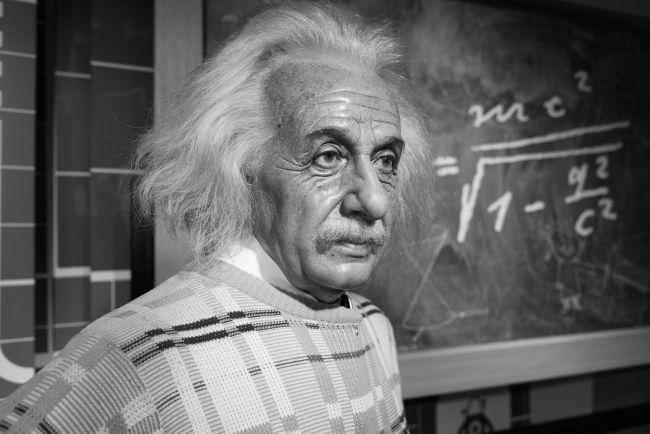 Albert Einstein, o pai das relatividades especial e geral.