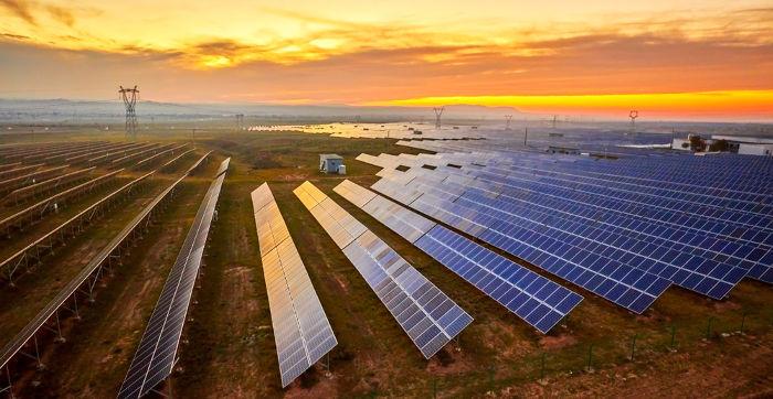 Os painéis solares são utilizados para a produção de energia elétrica.