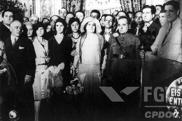 Getúlio Vargas no Palácio do Catete (palácio presidencial) após o sucesso da Revolução de 1930.***