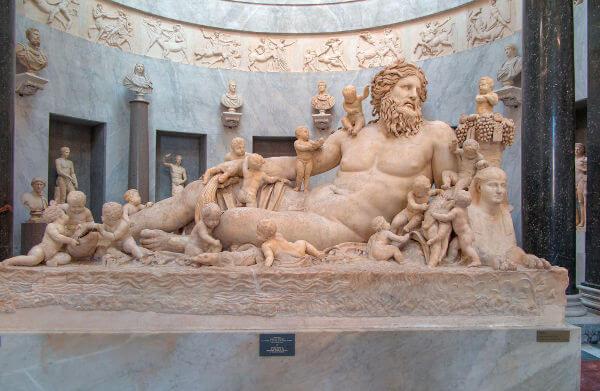 Escultura que foi produzida durante os anos do Império Romano e atualmente está no Vaticano.*
