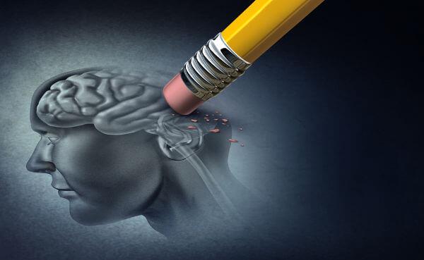 O Alzheimer causa inicialmente a perda da memória recente.
