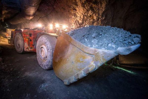 O método de lavra subterrânea consiste na retirada de minérios em depósitos de maior profundidade.