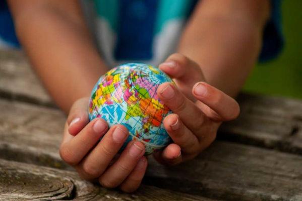 A Geografia divide-se em ramos que estudam as transformações do homem no espaço e também os aspectos físicos da Terra.