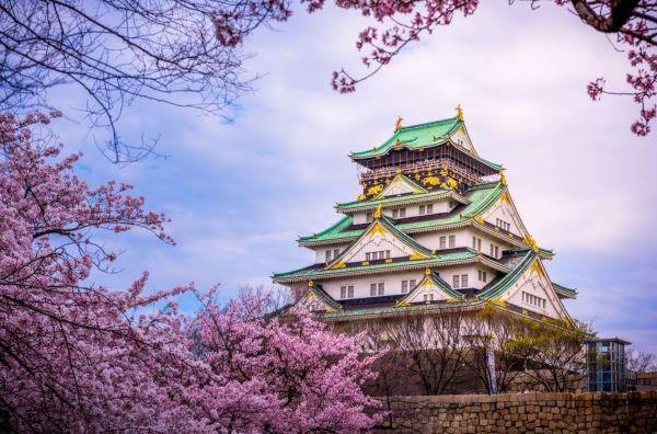 O Castelo de Osaka é o cartão postal da província Osaka.
