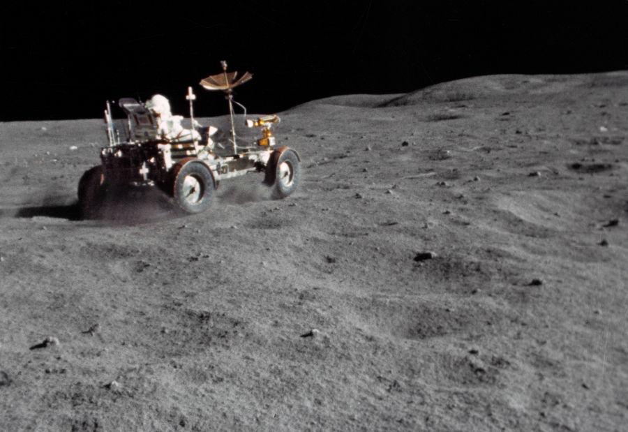 Estudando o movimento do pó lunar, foi possível calcular a gravidade da Lua. (Créditos da imagem: Nasa)