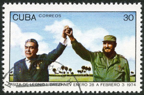 Leonid Brejnev (à esquerda) foi governante da URSS entre 1964 e 1982, e seu governo ficou marcado por ser um período de estagnação. [2]