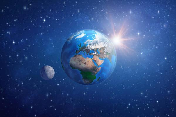 A Terra possui o maior satélite natural do Sistema Solar, a Lua.