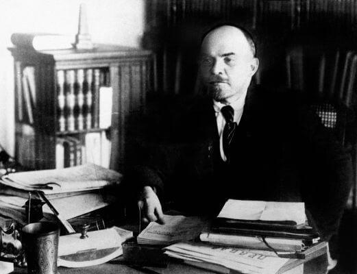Vladimir Lenin foi o líder dos bolcheviques na Revolução Russa e governou a União Soviética de 1917 a 1924.