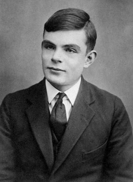 Alan Turing (1912-1954) é considerado o pai da computação e contribuiu para a vitória aliada na Segunda Guerra.